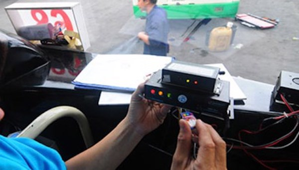 tu-172015-xe-taxi-bat-buoc-phai-lap-hop-den-hinh-3